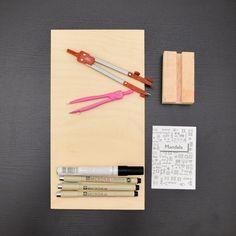 Starting my first #mandala Find the link in the bio.  . . . . . #mandalas #mandalapassion #art #mandalaart #mandalaoftheday #mandalatherapy #mandalazen #coloringtherapy #mandalalove #mandaladoodle #zenart #mandalapattern #mynordicroom #handmade #craft #drawing #creative #mandaladrawing #mandalacoloring #diydecor #myhome #minimal #minimaldecor #homedecor #softminimalism #minimalmood  #pocketofmyhome #sundayathome #κυριακη_στο_σπιτι