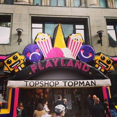 """If you go down to Oxford Circus today you're in for a big surprise! #TopshopPlayland is here - play the fash 'n' grab claw in the window or @Topman's Hammer game! #Topshop #games #arcade #clawmachine #prize #gaming #london #oxfordcircus"" Photo taken by @topshop on Instagram"