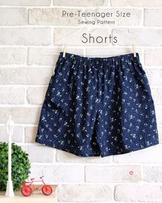 Free pattern: Shorts for tweens Sewing patterns for tweens are hard to find! Kids' patterns are too small and often too childish is design, but the women's patterns are not shaped for their bodies. Cr