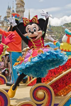 Minnie's looking fabulous!  //. Flights of Fantasy | Hong Kong Disneyland | Flickr - Photo Sharing!