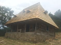 Traditional House, Old Houses, Romania, Gazebo, Outdoor Structures, House Styles, Home Decor, Houses, Homemade Home Decor