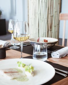 Good friends and good food is pretty much all you need! Degu, Mediterranean Recipes, Mykonos, Good Food, Restaurant, Friends, Pretty, Instagram, Gourmet