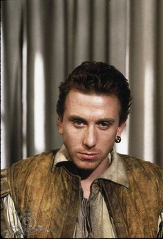 Tim Roth as Guildenstern... Or is it Rosencratz? :-P  Does he realize he's actually the sexiest man in the world and that stare could make anyone do anything ever