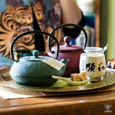 lumea ceaiului Chaya Bucuresti Gin And Tonic, Matcha, Tea Pots, Magic, Purple, Drinks, Tableware, Drinking, Beverages