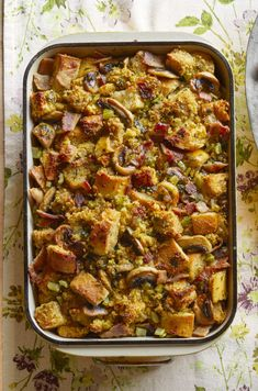 This Cornbread-Bacon Dressing With Mushrooms Will Be a Hit on Turkey Daythepioneerwoman Southern Thanksgiving Menu, Thanksgiving Side Dishes, Thanksgiving Recipes, Holiday Recipes, Holiday Ideas, Thanksgiving Feast, Bacon Dressing, Cornbread Dressing, Stuffed Mushrooms