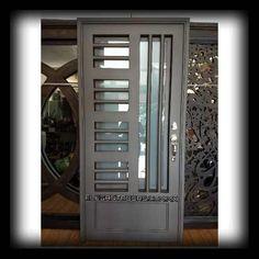Puerta Principal De Forja Contemporánea Super Oferta - $ 6,850.00 en Mercado Libre Iron Gates, Iron Doors, Door Grill, Foyer Staircase, Iron Gate Design, Engineering Works, Ed Design, Front Door Design, Steel Doors