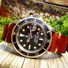 Great shot from @cuttingsjewellers of our JPM Vintage Leather Strap sitting perfectly on a vintage Rolex Submariner, these straps just look great on any watch !!! thewatchobsession#rolex #submariner #oyster #perpetual #swissmade #swiss #iconic #strap #str