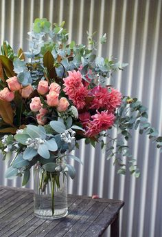 How to arrange statement flowers like a florist - step by step guide
