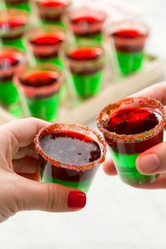 These Grinch Jell-o Shots Will Make Your Courage Grow Three Sizes Christmas Jello Shots, Grinch Christmas Party, Christmas Cocktails, Holiday Drinks, Noel Christmas, Christmas Desserts, Christmas Treats, Christmas Baking, Holiday Recipes