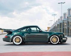 Right #porsche #965 #964 #turbo #teatray #green #splitrims #goldandgreen #perfect #colourcombo #aircooled ?
