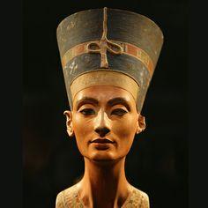 Imagen de la Reina Nesfertiti de Egipto, una de las reinas más conocidas e importante de la historia egipcia.