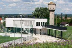 képek: Egy kis modernizmus: sportközpont Csomádon