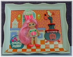 Flatsy was a great doll. I was always more intrigued with what was in the frame than with the doll itself.