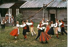 traditional finnish costume images - Bing Images Ethnic Clothes, Ethnic Outfits, Folk Costume, Costumes, Norway Viking, Beautiful People, Beautiful Pictures, Swedish Cottage, Lord Of The Dance