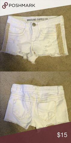 Mossimino white shorts size 1 Perfect condition, barely worn Mossimo Supply Co Shorts Jean Shorts