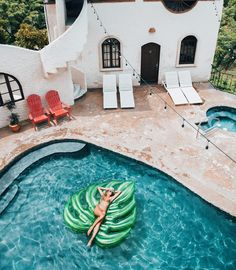 spanish style home and palm leaf pool float = summer goals Piscina Diy, Outdoor Spaces, Outdoor Living, Cool Pool Floats, My Pool, Summer Pool, Summer Aesthetic, Interior Exterior, Modern Exterior