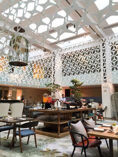 Mandarin Oriental, Barcelona's BistrEau restaurant features seafood dishes by Michelin-star chef Angel Leon. Restaurant Design, Luxury Restaurant, Restaurant Bar, Mandarin Oriental, Casas Club, Oriental Restaurant, Hotel Buffet, Hotel Lobby, Michelin Star