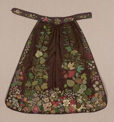 Silk taffeta with silk embroidery, applique, and ribbon embroidery Historical Costume, Historical Clothing, Embroidered Apron, Vintage Outfits, Vintage Fashion, Sewing Aprons, Apron Pockets, Silk Taffeta, Aprons Vintage