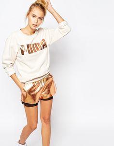 Oversized sweatshirt & rose gold shorts