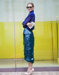 - Olivia Palermo in Burberry high-waist fish-scales mermaid pencil skirt street style during London Fashion Week SS Olivia Palermo Outfit, Estilo Olivia Palermo, Olivia Palermo Street Style, Olivia Palermo Lookbook, Fashion Mode, Look Fashion, Skirt Fashion, Glamour, Long Pencil Skirt
