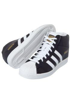 3330112136 Tenis adidas originals Star Up W preto, com design sneaker e salto interno,  listras