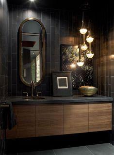 Schwarz Badezimmer Farbe Chic Raum Mit Waschtisch Armaturen Spiegelschrank, Arbeitsplatte, Vorhänge, Möbel, Kreative Und Einzigartige Lampe
