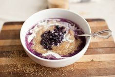blueberries and cream amaranth breakfast. A delicious and super healthy breakfast! Superfood, Amaranth Recipes, Vegan Recipes, Cooking Recipes, Cooking Tips, Tasty, Yummy Food, Grain Foods, Breakfast Time
