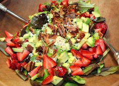 """Strawberry Avocado Salad with Blue Cheese & Bacon - easy to make - very """"Pink & Green"""" #Lilly #salads"""