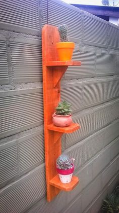 jardinera paletscommunity and decor House Plants Decor, Plant Decor, Diy Wood Projects, Woodworking Projects, Entryway Decor, Diy Room Decor, Wood Plant Stand, Plant Stands, Raised Garden Bed Plans