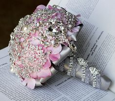 Luxury Vintage Bridal Brooch Bouquet  Pearl by LXdesigns