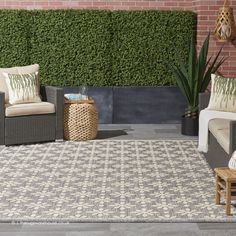 Creamy flowers pop on this charming area rug from the Cozumel Collection. beautifully versatile in soft grey with cream floral detail. Modern Outdoor Rugs, Indoor Outdoor Area Rugs, Modern Rugs, Nourison Rugs, Visual Cue, Cheap Rugs, Cozumel, Grey Rugs, Modern Design