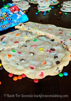 Soft and Chewy M&M Sugar Cookies - so addicting! Taste like they came from a bakery! http://backforsecondsblog.com #chewysugarcookies #m&mco...