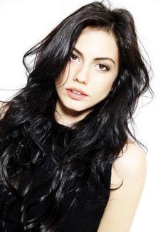 Demet Özdemir (nacido el 26 de febrero de 1992) es un turco actriz y bailarina. Ella es mejor conocida por como Aylin con energía eléctri...