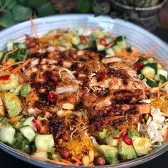 salade met shoarma van kip en frisse dressing - Familie over de kook Asian Recipes, Healthy Recipes, Ethnic Recipes, Healthy Diners, Rabbit Food, Middle Eastern Recipes, No Cook Meals, Summer Recipes, Chicken Recipes
