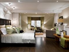 Modern Master Bedroom Design With Cool Recessed Lighting And Ceiling Light…