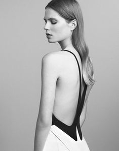 See the complete Mugler Resort 2017 collection.