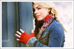 Rose Tyler's fingerless gloves and scarf