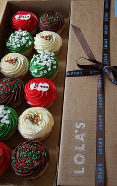 Christmas Cupcakes - love the packaging too!