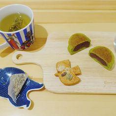 布博で買ったROCCA & FRIENDSさん、旅する紅茶シリーズのストックホルムと、味噌チーズ味の小鳥のクッキー🐣欲張ってシズヤパン追加しました😍 #布博 #布博京都2017 #スイーツ #sweets #SIZUYAPAN