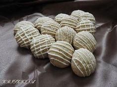 Kávés mandulás keksz, finom puha, sokáig eltartható édes aprósüti! - Egyszerű Gyors Receptek Macarons, Biscuits, Almond, Cookies, Cake, Sweet, Recipes, Food, Crack Crackers