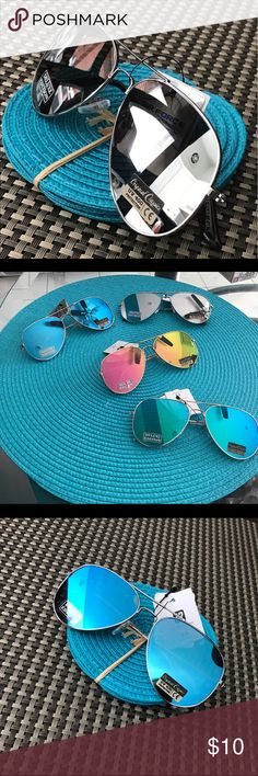 FLAT AVIATOR MIRRORED SUNGLASSES !!😎🌴🌞 Beautiful classic Aviator mirrored sunglasses! They're super cute and stylish a touch of modern and classic to enjoy all Summer long! Lenses in blue, purple, silver and gold! 😎❤️🌴🏖 Accessories Sunglasses