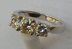 Catawiki online auction house: Wedding ring in white gold 18 kt Trilogy natural Diamond, 1.35 ct approx.