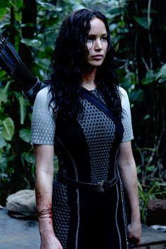 Jennifer Lawrence as Katniss Everdeen The Hunger Games, Hunger Games Catching Fire, Hunger Games Trilogy, Katniss Everdeen, Katniss And Peeta, Jennifer Lawrence, Johanna Mason, Tribute Von Panem Film, Mockingjay