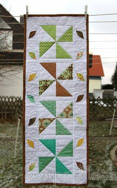 quilt table runner - Lisa these are easy to make, cut squares then you can cut them in half!