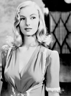 : Photo Dedicated to the quintessential blonde bombshell of the Veronica Lake.A beautiful, talented and misunderstood woman. Here you will find an archive of images and information on the Femme Fatale of Film Noir. Old Hollywood Stars, Vintage Hollywood, Hollywood Glamour, Classic Hollywood, Veronica Lake, Old Movie Stars, Classic Movie Stars, Vintage Glamour, Vintage Beauty