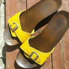 Dr. Scholl's women's sandals size 9 like new Like new dr. Scholl's women's sandals size 9 yellow and brown. Dr. Scholl's Shoes Sandals
