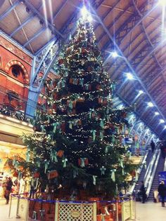 beautiful christmas tree - London Christmas Decorations