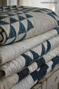 Blue and White Quilt Old Quilts, Antique Quilts, Vintage Quilts, Cottage Style, Farmhouse Style, Farmhouse Quilts, Farmhouse Windows, White Farmhouse, French Farmhouse