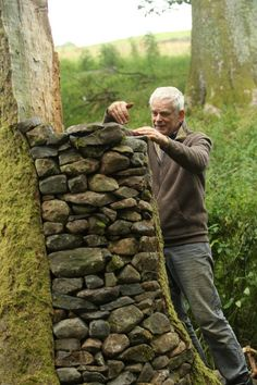 Artist Andy Goldsworthy 1 SA : Artist Andy Goldsworthy works on his latest sculptures in the surrounding fields near his home in Penpoint, Dumfries and Galloway.Picture by Stewart Attwood. by Carrie Markham Outdoor Sculpture, Outdoor Art, Sculpture Art, Metal Sculptures, Abstract Sculpture, Bronze Sculpture, Land Art, Andy Goldsworthy Art, Art Et Architecture