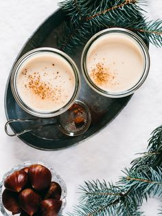 Vegan Eggnog: This Dairy-Free Version of Your Favorite Holiday Drink Is Hella Tasty How To Make Eggnog, How To Make Homemade, Christmas Brunch, Noel Christmas, Xmas, Christmas Tables, Natural Christmas, Vegan Christmas, Christmas Cocktails